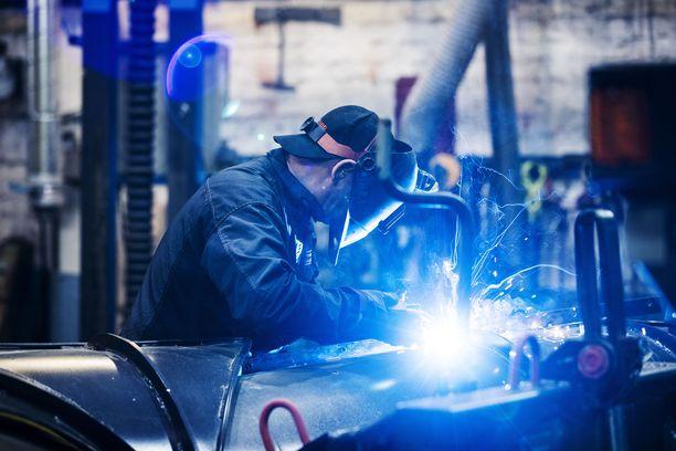 Miksi yritykset eivät löydä työntekijöitä? Ongelma on yhden vastaajan mukaan yhteinen koko Euroopassa.