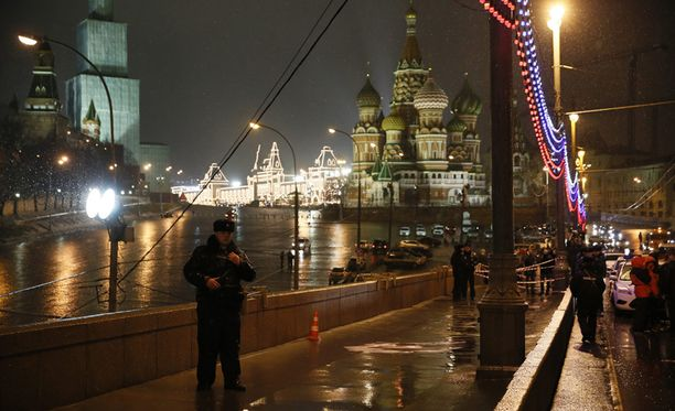Nemtsov sai surmansa lauantaina vain hieman ennen puoltayötä Moskvajoen ylittävällä sillalla.