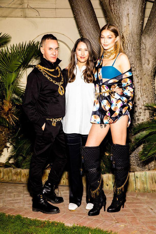 Jeremy Scott, H&M:n luova johtaja Ann-Sofie Johansson ja huippumalli Gigi Hadid.