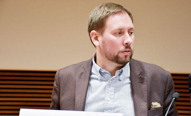 Paavo Arhinmäki keskittyy kesän jälkeen perheeseen ja kansanedustajan tehtäviin.