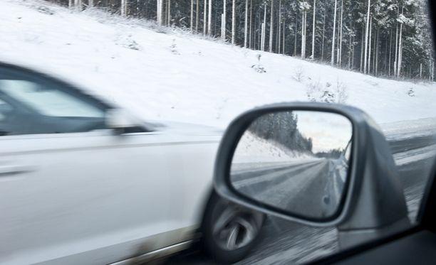 Ajokeli on tänään huono lähes koko maassa.