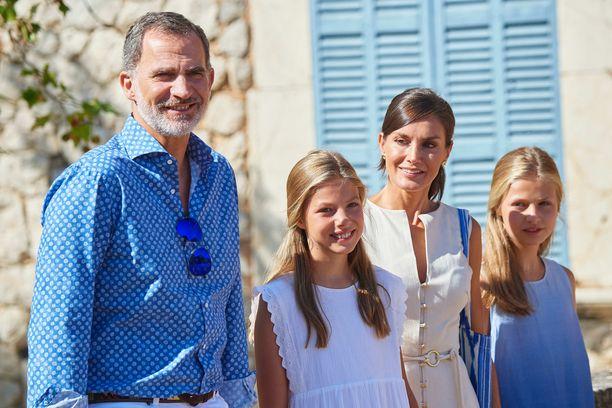 Kuningas Felipe VI, kuningatar Letizia, kruununprinsessa Leonor ja prinsessa Sofia lomailevat Mallorcalla.