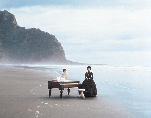 Tältä rannalta alkaa Adan ja Floran uusi elämä, joka aiheuttaa ristiriitoja myös äidin ja tyttären välille.