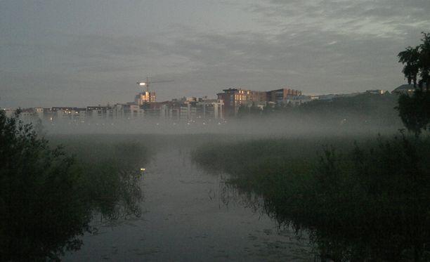 Helsinki peittyi sunnuntaiyönä syvään sumuun.