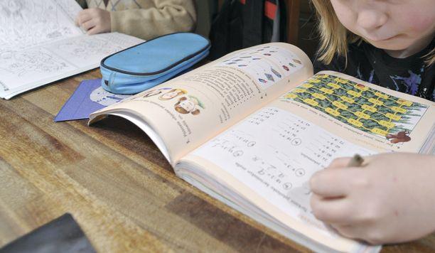 Suomen koulut ovat etäopetuksessa noin kuukauden verran koronavirusepidemian vuoksi. Kuvituskuva.