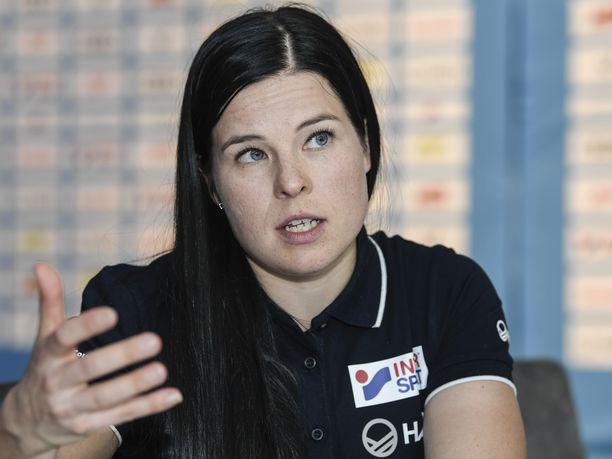 Krista Pärmäkoski oli läsnä torstaina Hiihtoliiton lehdistötilaisuudessa Helsingissä.