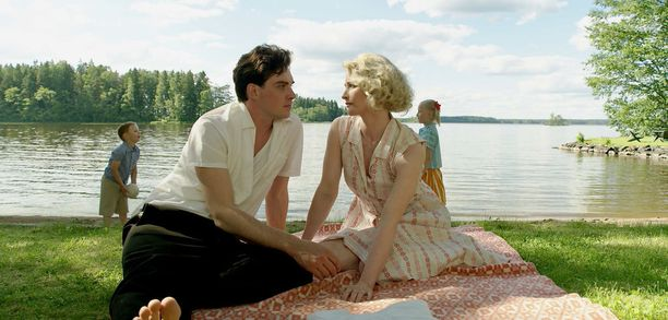 Tilkasen lisäksi elokuvassa näyttelee Malla Malmivaara.