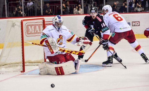 Riku Helenius on voittanut tällä kaudella kaikki kolme pelaamaansa ottelua KHL:ssä.