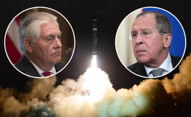 Yhdysvaltain ulkoministeri Rex Tillerson (vasemmalla) keskusteli Venäjän ulkoministeri Sergei Lavrovin kanssa Pohjois-Korean kriisistä tapaninpäivänä puhelimitse.
