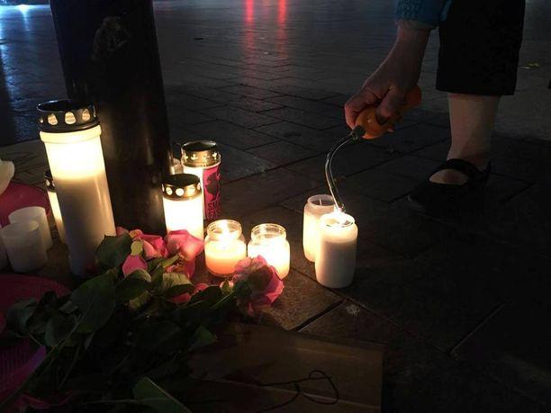 28-vuotias mies kuoli tultuaan aiemmin pahoinpidellyksi Helsingin asema-aukiolla Suomen vastarintaliikkeen mielenilmaisun yhteydessä.