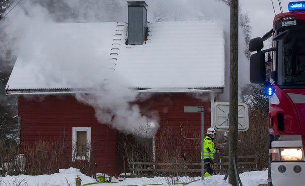 Kotkan Kiekarilassa talo paloi maanantaina iltapäivällä.