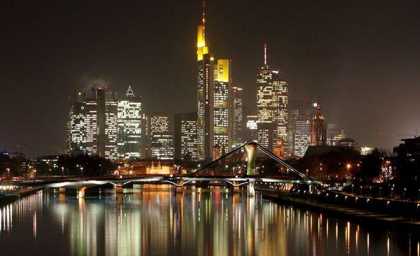 KUVAUSPAIKKA Iron Sky – scifi – komedian kuvausmatka Frankfurtissa päättyi väkivaltaiseen välikohtaukseen poliisin kanssa.