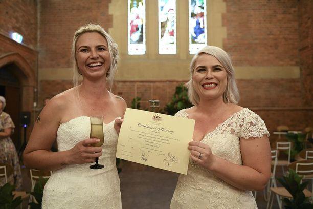 Sarah Turnbull ja Rebecca Hickson solmivat avioliiton Newcastlessa, Uudessa Etelä-Walesissa.