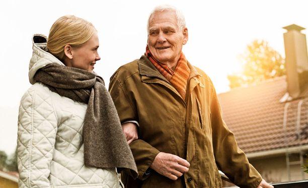 Ikääntyneiden kotihoidossa suuri merkitys on lämmöllä, seuralla ja juttutoverilla.