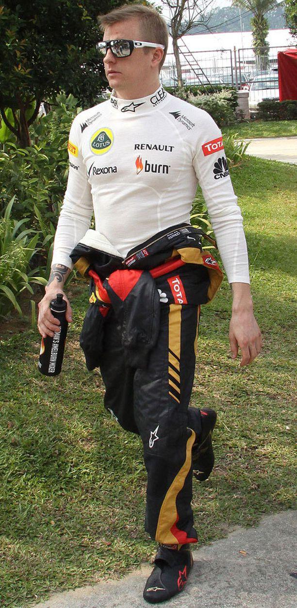 Kimi Räikkönen käytti Aitkenin kuvassa näkyvän kaltaisia kenkiä kaudella 2013.
