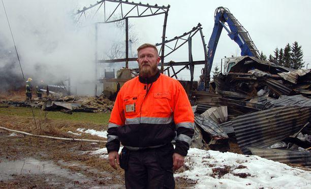 Akaan Putken omistaja Harri Alakahri sai lieviä palovammoja, kun hallissa ollut kaasuputki räjähti.