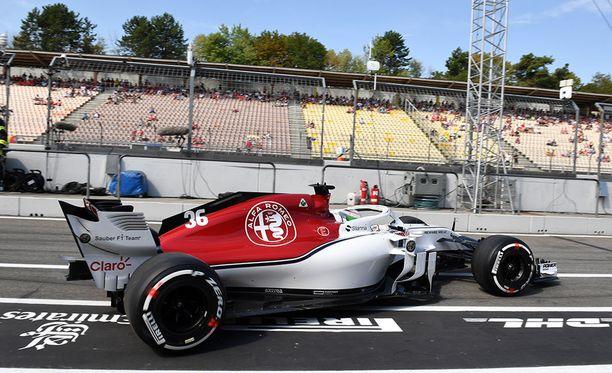 Antonio Giovinazzin Sauber kuoriutui Saksan GP:n ensimmäisissä harjoituksissa.