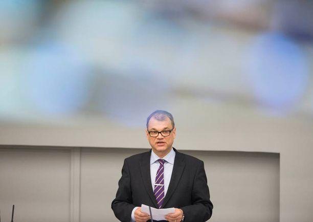 Eduskuntaryhmät jakoivat keskenään valtaa valiokuntajohtajapaikkojen muodossa. Juha Sipilän johtama keskusta sai paikkajaossa neljä puheenjohtajan paikkaa, perussuomalaiset, kokoomus ja SDP kolme, vasemmistoliitto, vihreät ja RKP yhden.