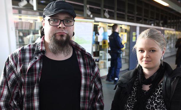 Otto Siren ja Meri-Tuuli Sihvola saapuivat Kouvolasta Vantaalle kuuntelemaan muslimisaarnaajan luentoa.