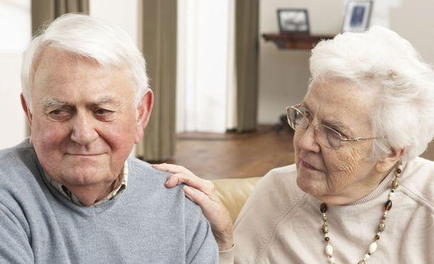 Vanhusten masennus on yleistynyt. Sosiaaliset suhteet ehkäisevät masennusta.