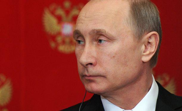 Putin ja muut Venäjän huippuvirkamiehet pudottavat palkkojaan.