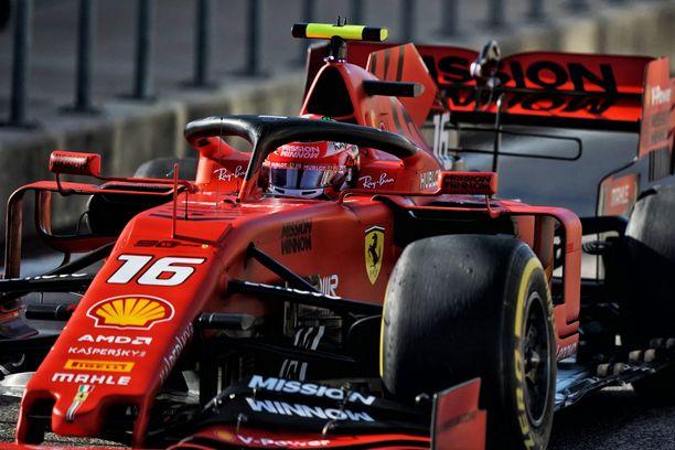 Charles Leclerc auto ei kestänyt normaalin installaatiokierroksen rasitusta.