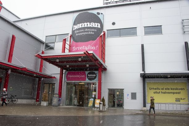 Kauppakeskus Hermannin ovet on avattu Kuopion kouluhyökkäyksen jälkeen.