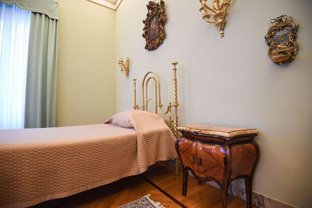 Paavin makuuhuone on yllättävänkin vaatimaton.