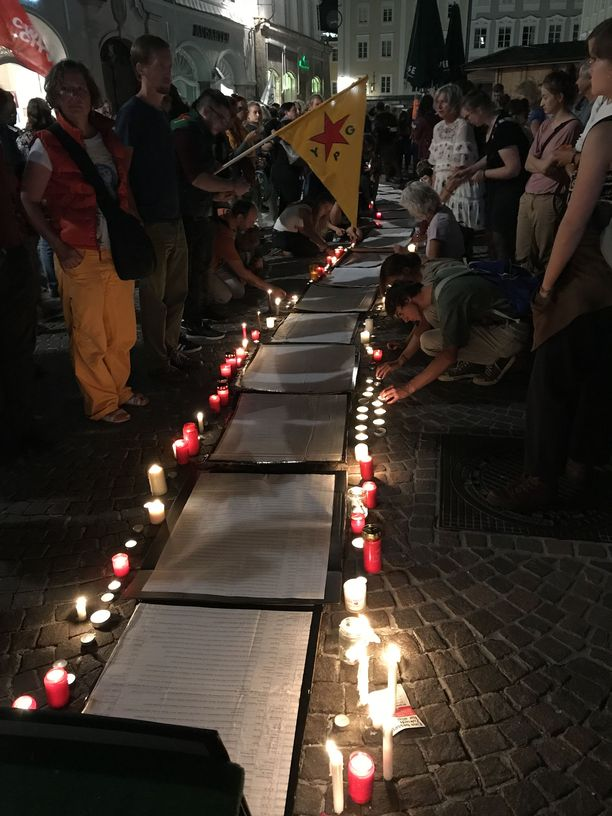 Itävallassa osoitettiin viime syksynä mieltä Välimereen kuolleiden turvapaikanhakijoiden ja siirtolaisten muistoksi.