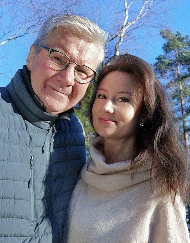 Pirkka-Pekka Peteliuksen elämä muuttui, kun hän tapasi tumman ja siron Erika Skönin.
