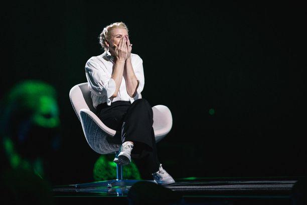 Anna Tulusto koki fanityttöhetken, kun Maija Vilkkumaa ja Nipa Neumann tulkitsivat lavalla yhdessä Dingon jättihitin.