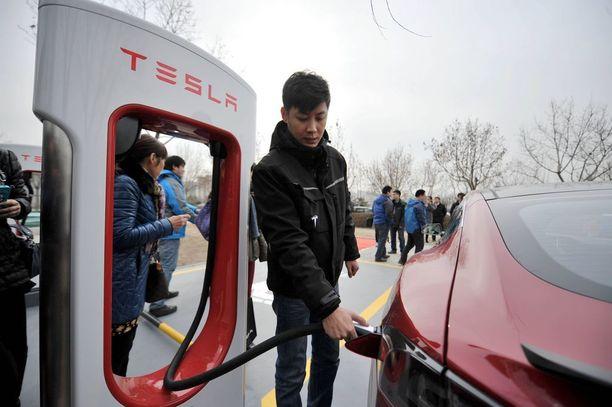 Tesla haluaa vallata Teslalla Kiinan.