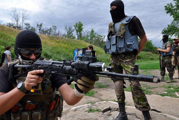 Vapaaehtoisia taistelijoita Ukrainassa helmikuussa 2016. Arkistokuva.