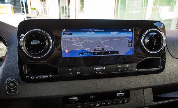 """""""Hey Mercedes"""" äänikomennolla auton käyttöjärjestelmän pystyy herättämään koska tahansa."""