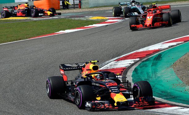 Max Verstappen ei hankkinut Kiinan GP:ssä itselleen ystäviä.