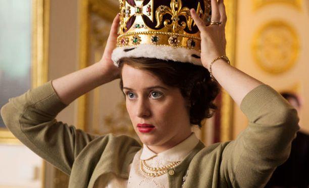 Claire Foy jatkaa vielä 2. tuotantokauden kuningattaren roolissa. 3. kaudella näyttelijä vaihtuu.