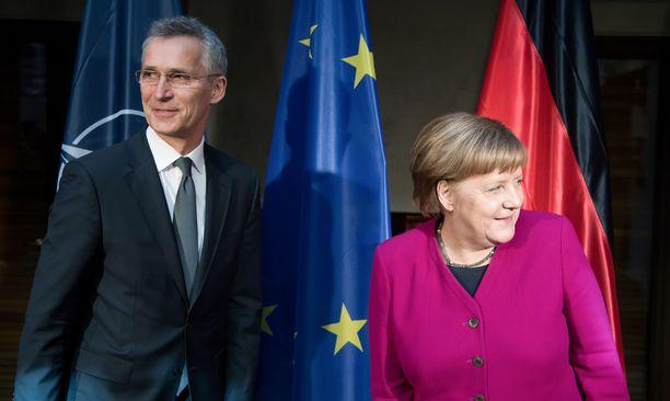 Naton pääsihteeri Jens Stoltenberg ja Saksan liittokansleri Angela Merkel tapasivat Münchenin turvallisuuskokouksessa.