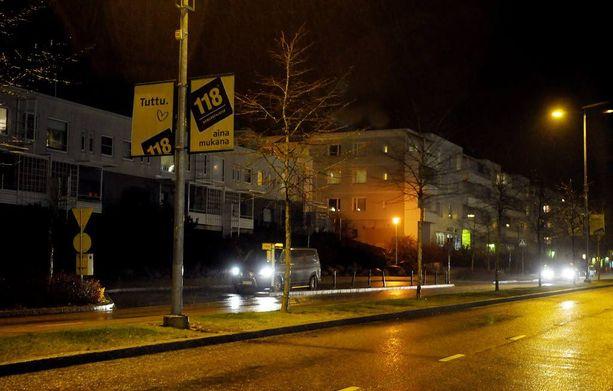 Pöyristyttävä veriteko sattui Espoonlahdessa maaliskuussa. Kuvituskuva, jossa Espoonlahden keskustan taloja.