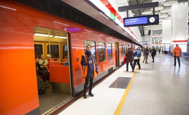 Metrovuoroja on jouduttu perumaan, sillä työvoimaa ei ole ollut tarpeeksi.
