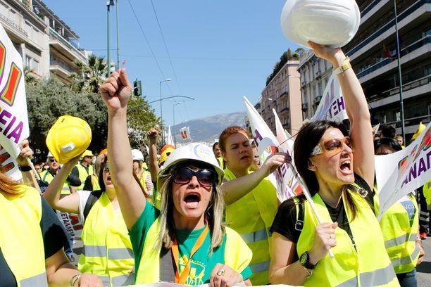 Työpaikkojensa puolesta pelkäävät kaivosyrityksen työntekijät ja heidän tukijansa osoittivat mieltään Ateenassa torstaina.