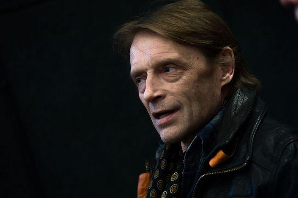 Kokenut näyttelijä Ilkka Heiskanen harmittelee, että Yle on puristanut laatudraaman minimiin ja osaajia irtisanotaan.