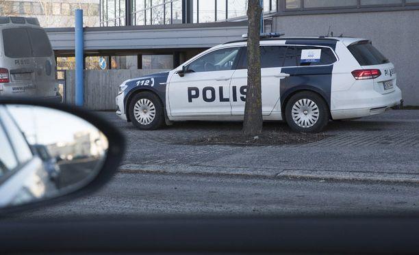 Poliisi käräytti rikossarjaa suunnitelleet turvapaikanhakijat ja hajautti heidät asumaan ympäri Suomea. Kuvituskuva.