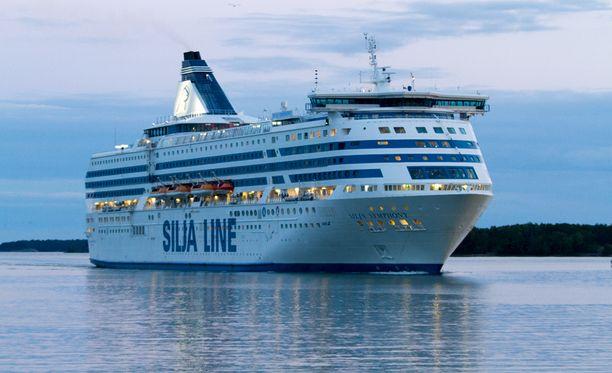 Matkustaja-alus Silja Symphony lähetti myöhään lauantai-iltana mayday-kutsun.