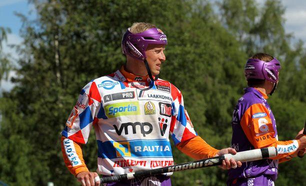 Jani Komulainen paketoi mittavan pesäpallouransa.