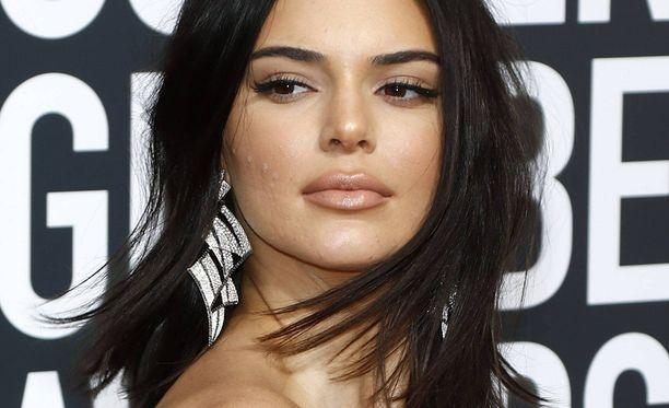 Kendall Jenner kärsii tavallisten kuolevaisten tapaan iho-ongelmista.