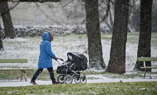 Ensilumella tarkoitetaan virallisesti vähintään sentin lumikerrosta maassa aamuyhdeksältä.