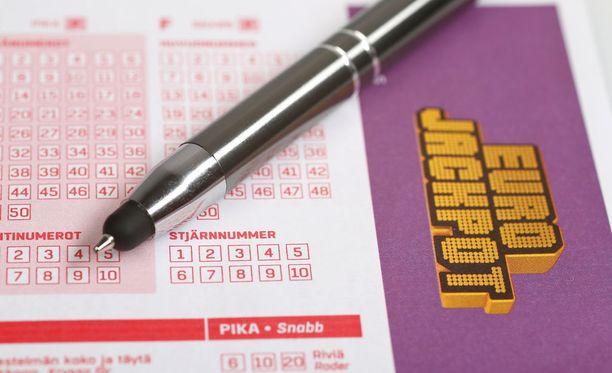 Suomeen saatiin perjantaina kaksi Eurojackpot-voittajaa.