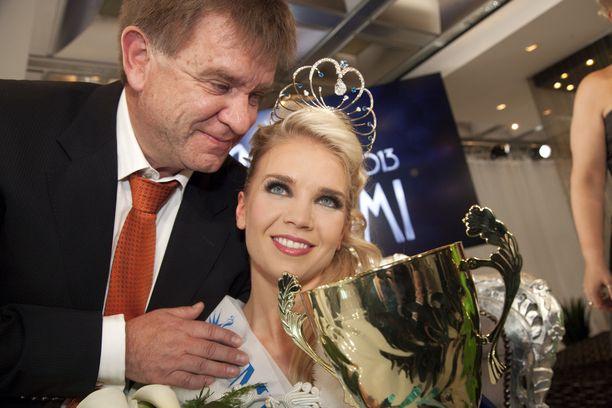 Lotta Hintsan isä, edesmennyt urheilulääkäri Aki Hintsa onnitteli tytärtään missikisan voitosta.