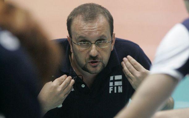 Italialainen Mauro Berruto on toiminut Suomen miesten lentopallomaajoukkueen päävalmentajana vuodesta 2005 lähtien.