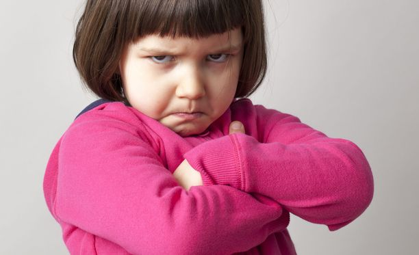 4-vuotias olisi halunnut pikkusisaruksen. Isän kiroilu ei tarkoittanutkaan sen saamista. Kuvituskuva.